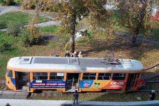 «Все вагоны стоят»: на кольце на Эльмаше загорелся трамвай