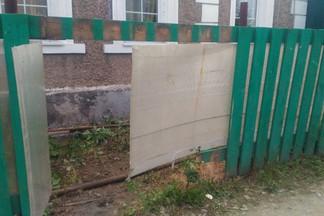 На Уралмаше разбился байкер, врезавшись в забор. Девушка, сидевшая сзади на мотоцикле — погибла