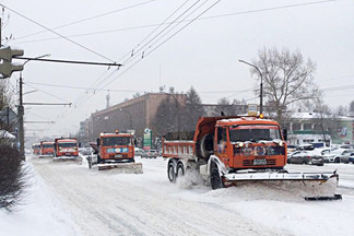 Метель – не проблема: уборка улиц Орджоникидзевского района ведется в усиленном режиме
