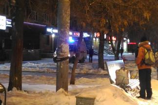 В помещении были два человека: на Уралмаше к отделению банка УБРиР стянулись пожарные и скорые