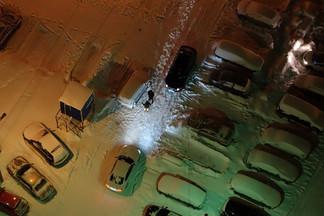 «Машины заполонили весь квартал»: жильцы домов на Эльмаше объявили бойкот нелегальной парковке