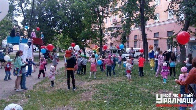 Игорь Володин организовал яркие семейные праздники в двенадцати дворах Орджоникидзевского района, фото № 1