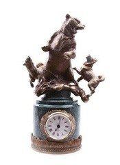 """Fabrika Masterov Часы """"Охота на медведя"""" - бронза, натуральный камень"""
