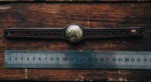 Fabrika Masterov Браслет из кожи с монетой . Ручная работа - фото 3