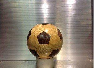 Fabrika Masterov Футбольный мяч из дерева - фото 1