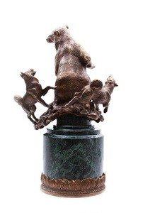 "Fabrika Masterov Часы ""Охота на медведя"" - бронза, натуральный камень - фото 4"