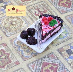 "Fabrika Masterov Магнит ""Торт с шоколадными конфетами"" - фото 1"